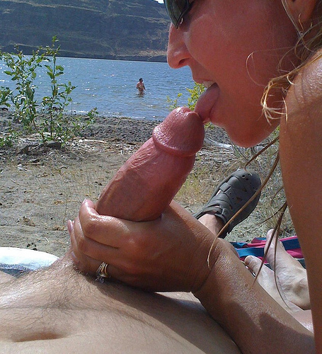Sexy beach blowjob