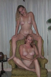 nude mom daughter1 199x300 Mother Daughter Nude Legs Spread