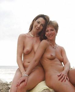 mother daughter nude beach