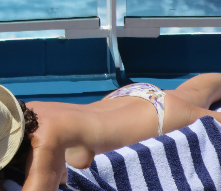 Hanging Boobs Cruise Crop'