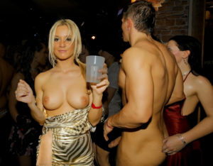 nude-swinger-sex-party